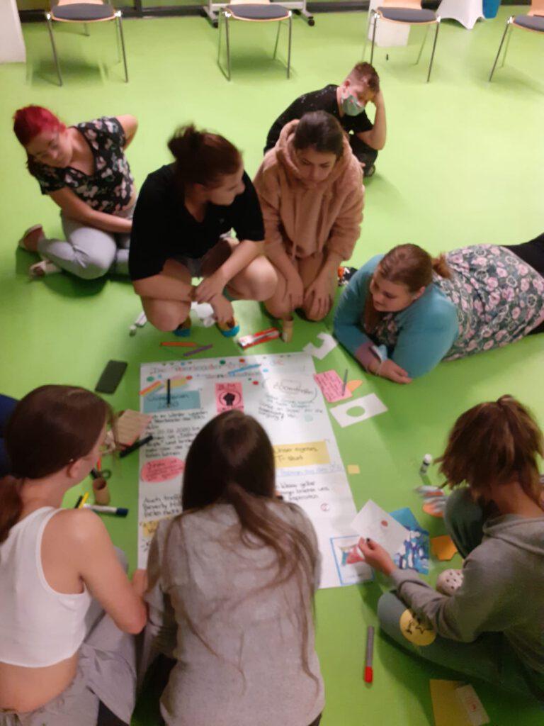 Peerleadergruppe-768x1024 in Schulsozialarbeit: PEERLEADERS leben Beteiligung